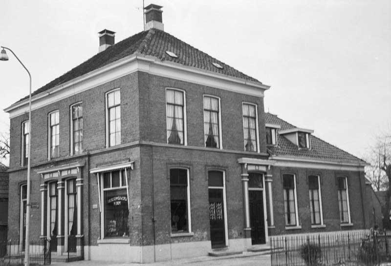 Slagerij / Villa Tutertien aan het Westeinde 88-90-92-Vriezenveen Huis van Fredrik Hendrik Bom en Fredrika Johanna Holland-Bom